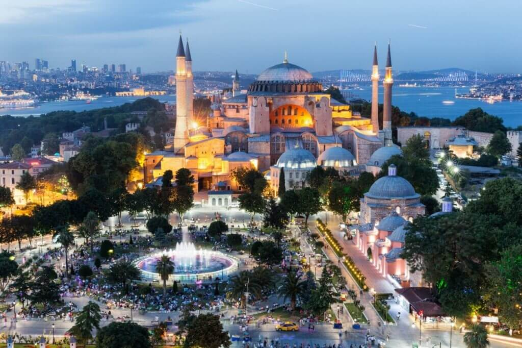 7 Airports with FREE LAYOVER Tours (Updated 2019) Blue-Mosque-Istanbul-1024x682