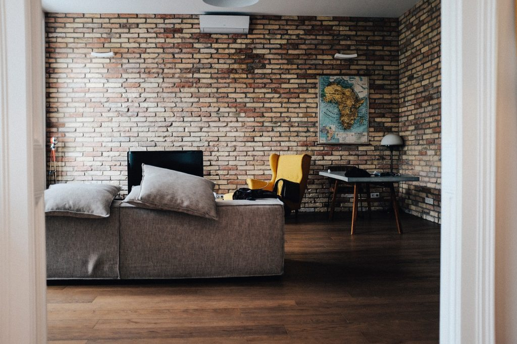 12 Cheap Alternatives to Hotels That Are Comfy & Clean