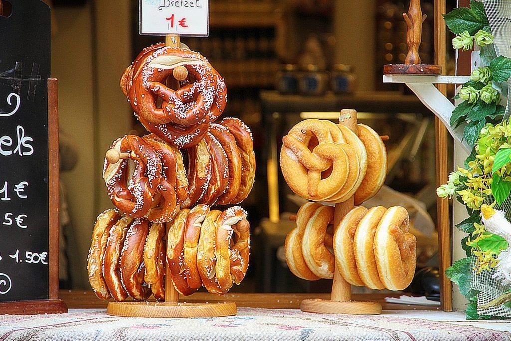 pretzel cheap street food
