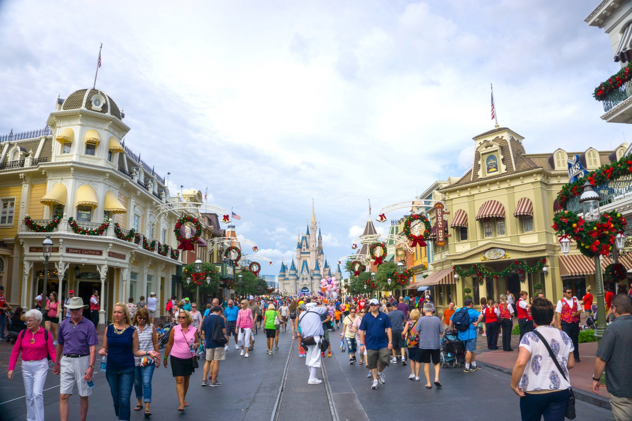 How to Plan a Disney World Vacation on The Cheap  Thrifty